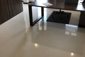A contemporary office floor with iTe CEMOX decorative screed finish